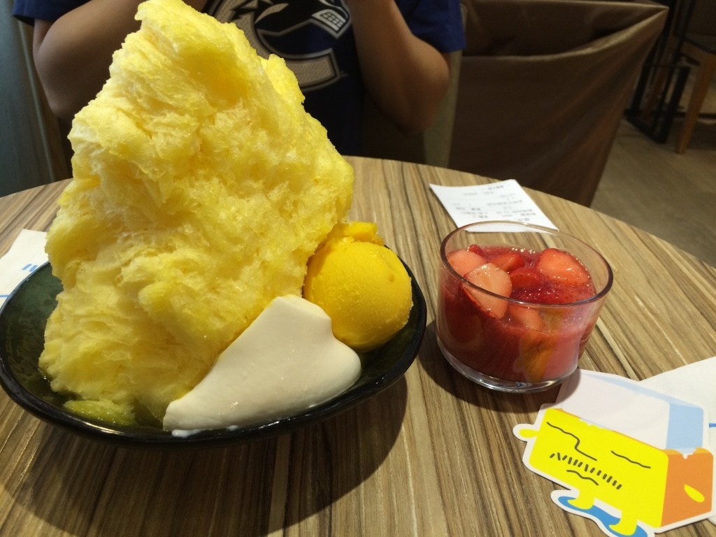 Mango shaved ice, a panna cotta-ish custard, mango sorbet and a side of strawberries (250 NT = $10 .25 CAD)