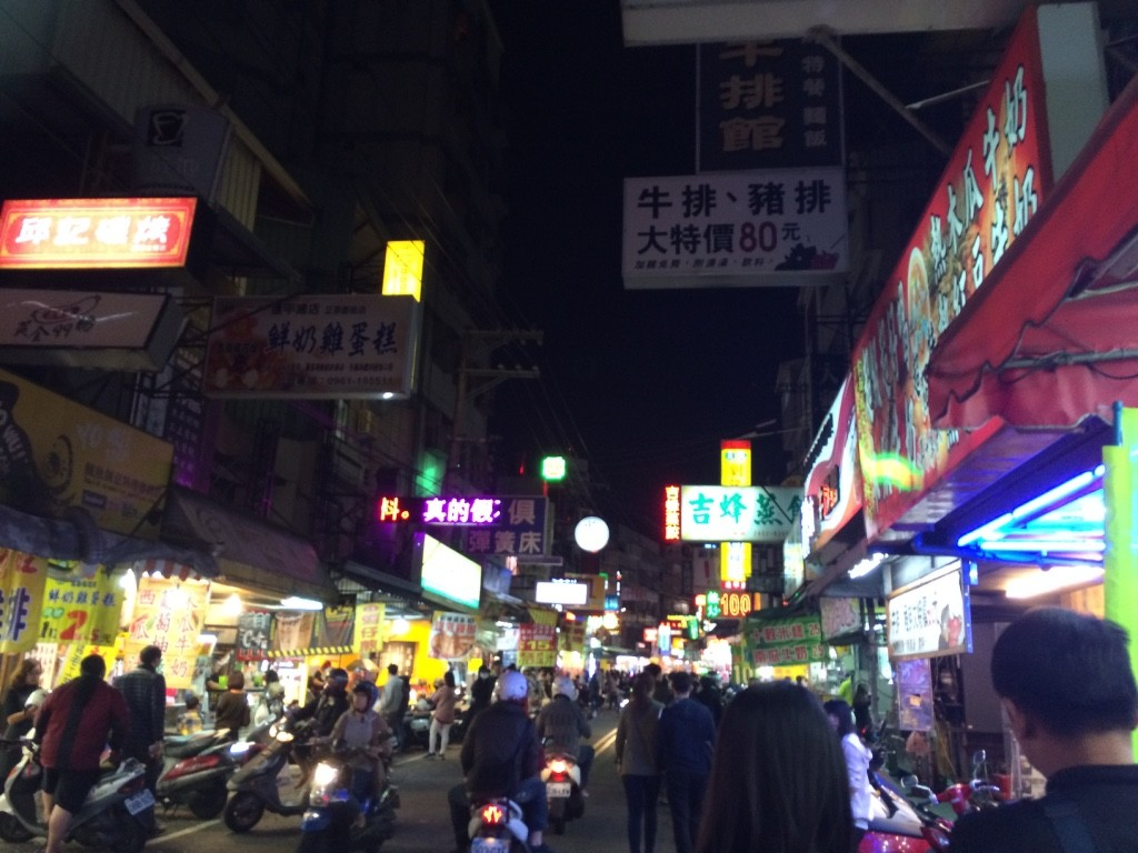 Entering the edge of the Fengjia night market.