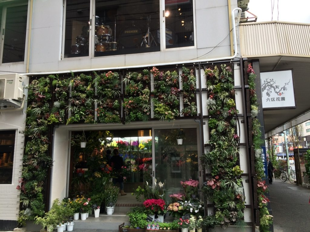 Such a cute flower shop on the way back to Ueno Station