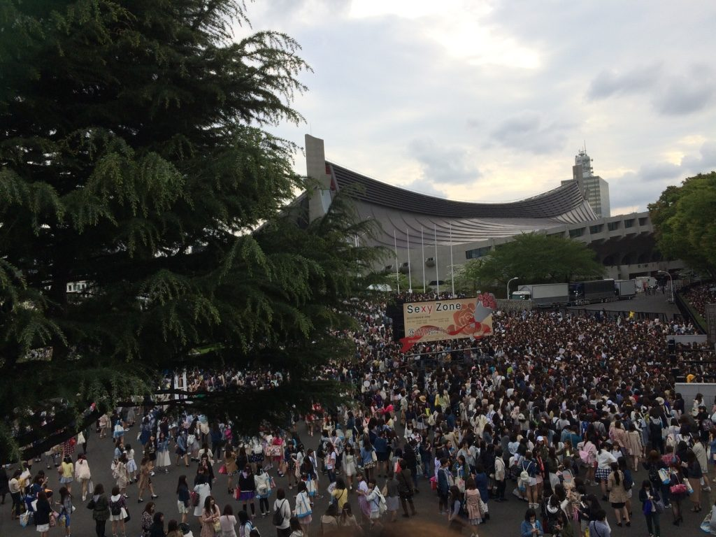 Huge crowds of girls line up to get into Yoyogi Stadium