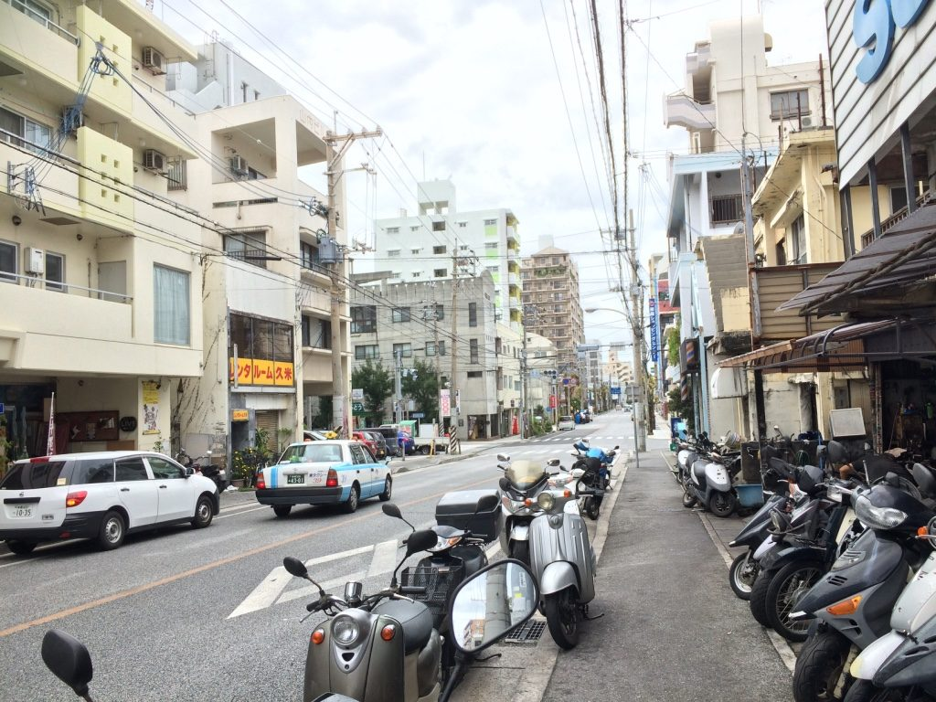 Lots of scooters in Naha. Feels like Taiwan.