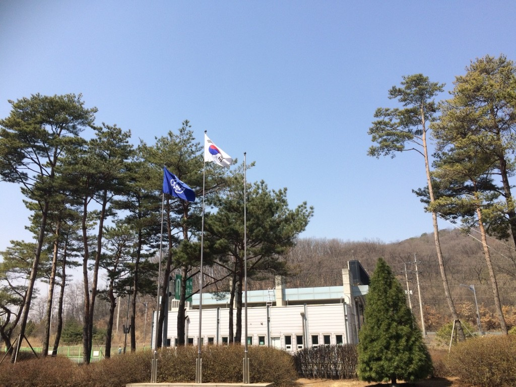 Outside the customs office. Hmm... the North Korean flag is missing