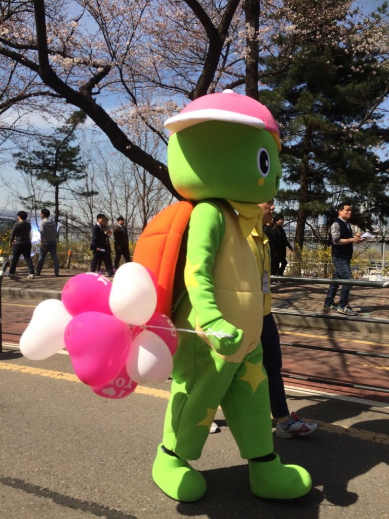 Korean cartoons handing out balloons to kids