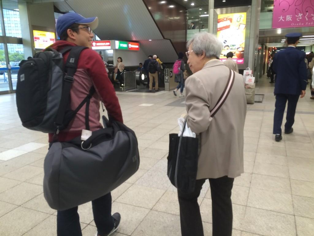 Tim and his 7-Yi Ma (Great Aunt) at Shin-Osaka Station walking towards the subway