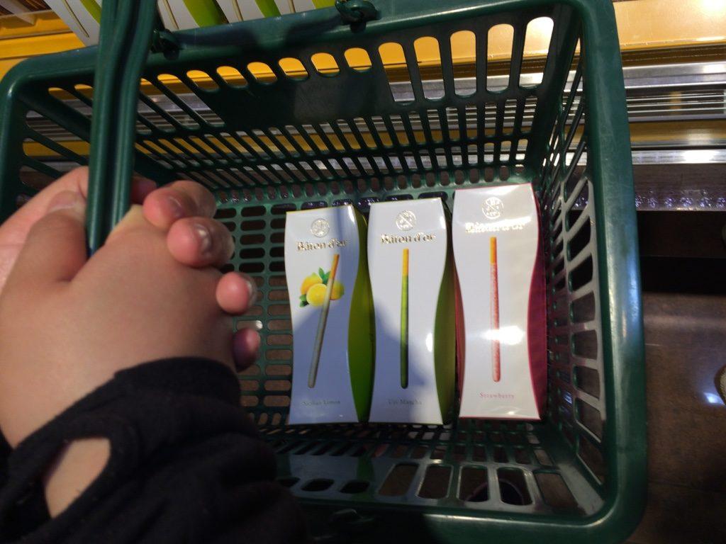 My basket : lemon, match and strawberry