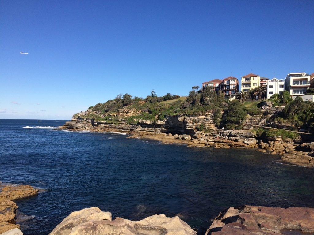 Coastal hike around the cliffs by Bondi Beach