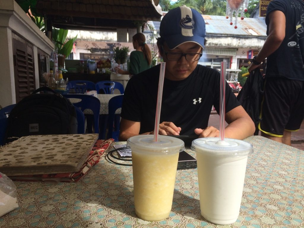 Mango and coconut smoothies (10,000 LAK = $1.60 CAD each)