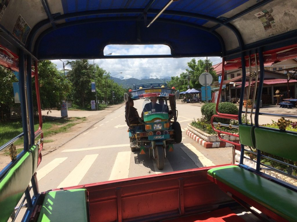 Tuk tuks all on their way to the falls