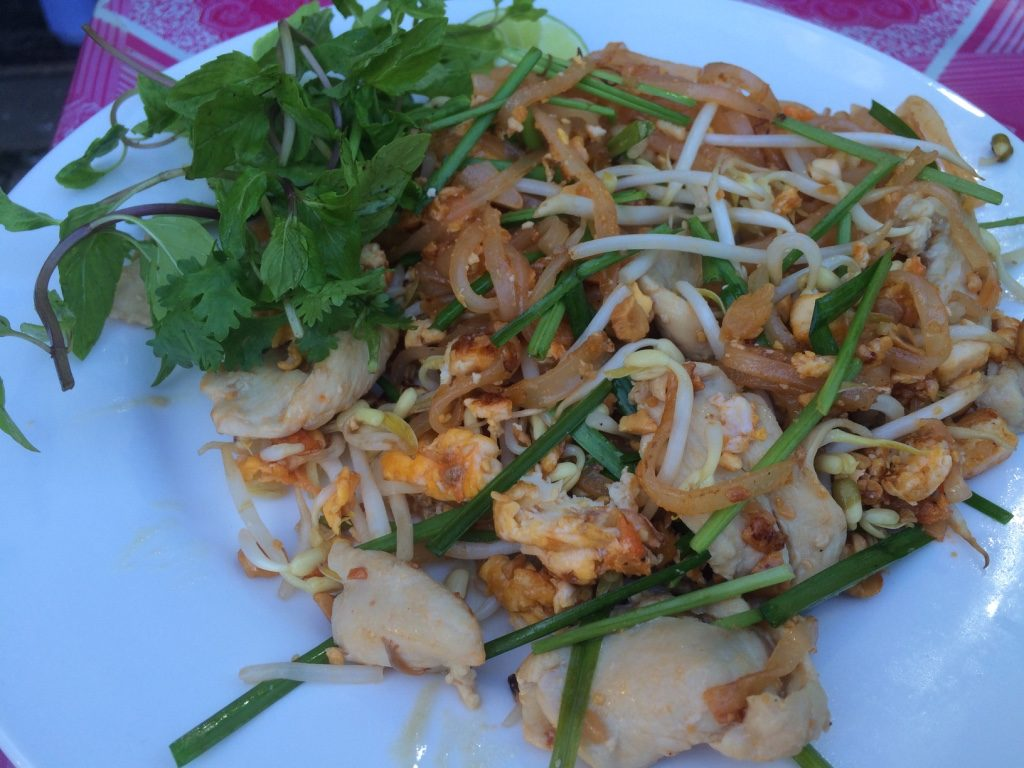 Chicken pad thai (15,000 LAK = $2.38 CAD)