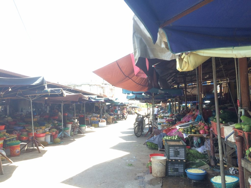 The markets and Hoi An Old Town in general are very dead in the afternoon. A lot of vendors are sleeping.