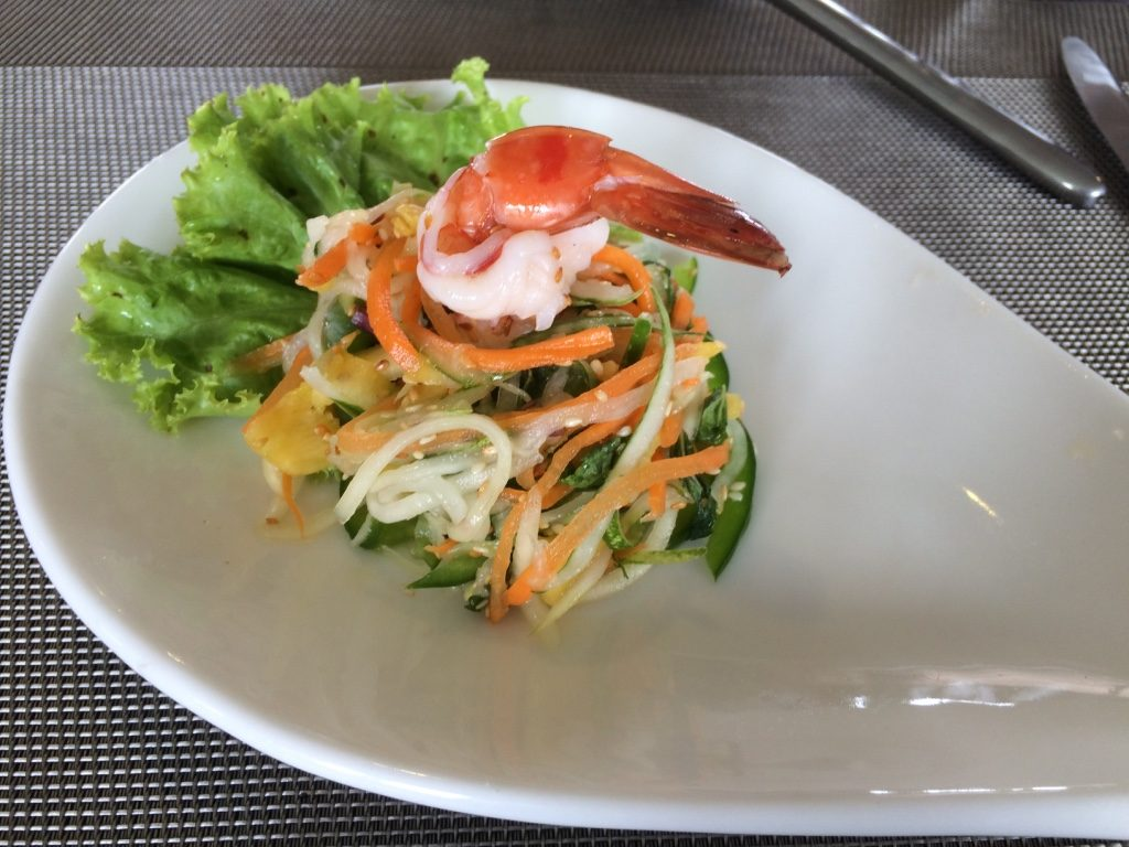 Papaya salad with a prawn