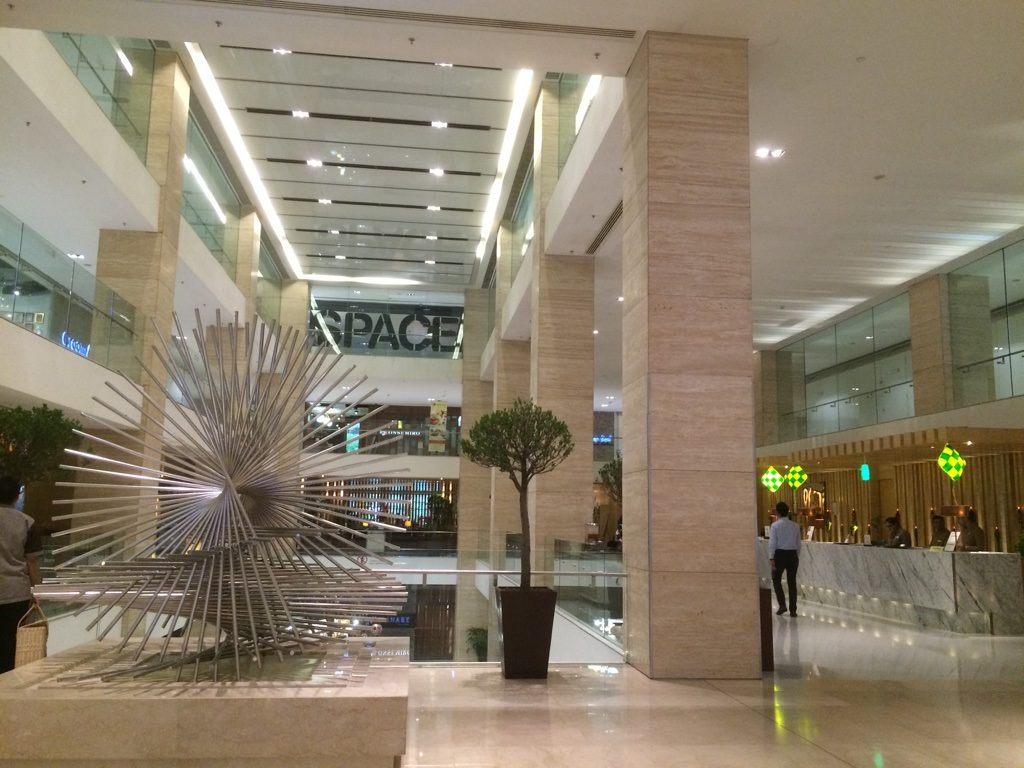 Double Tree lobby inside the Intermark Mall