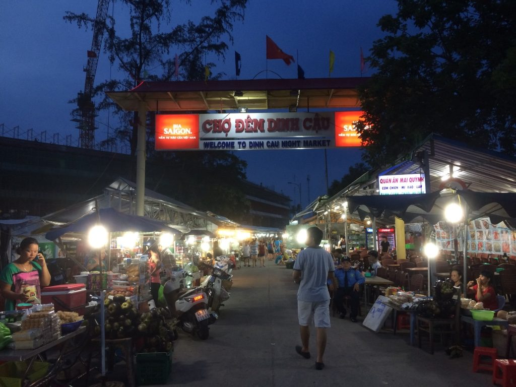 Dinh Cau Night Market in Duong Dong